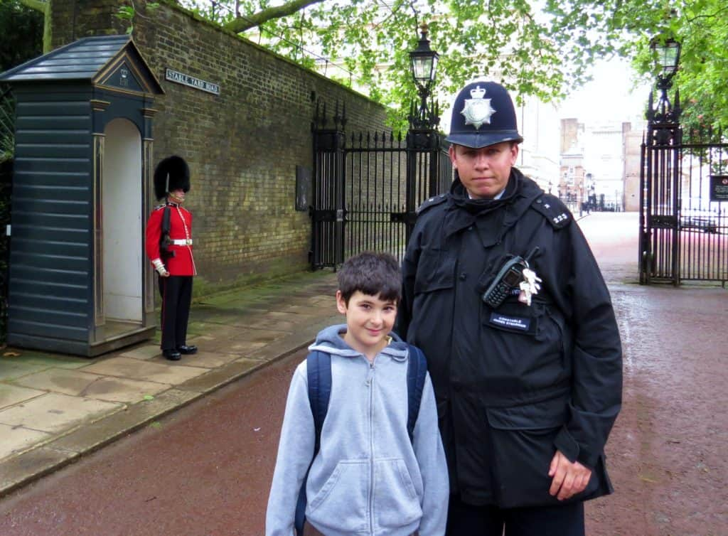 10 Free Family Activities in London: Take a picture with an English policeman
