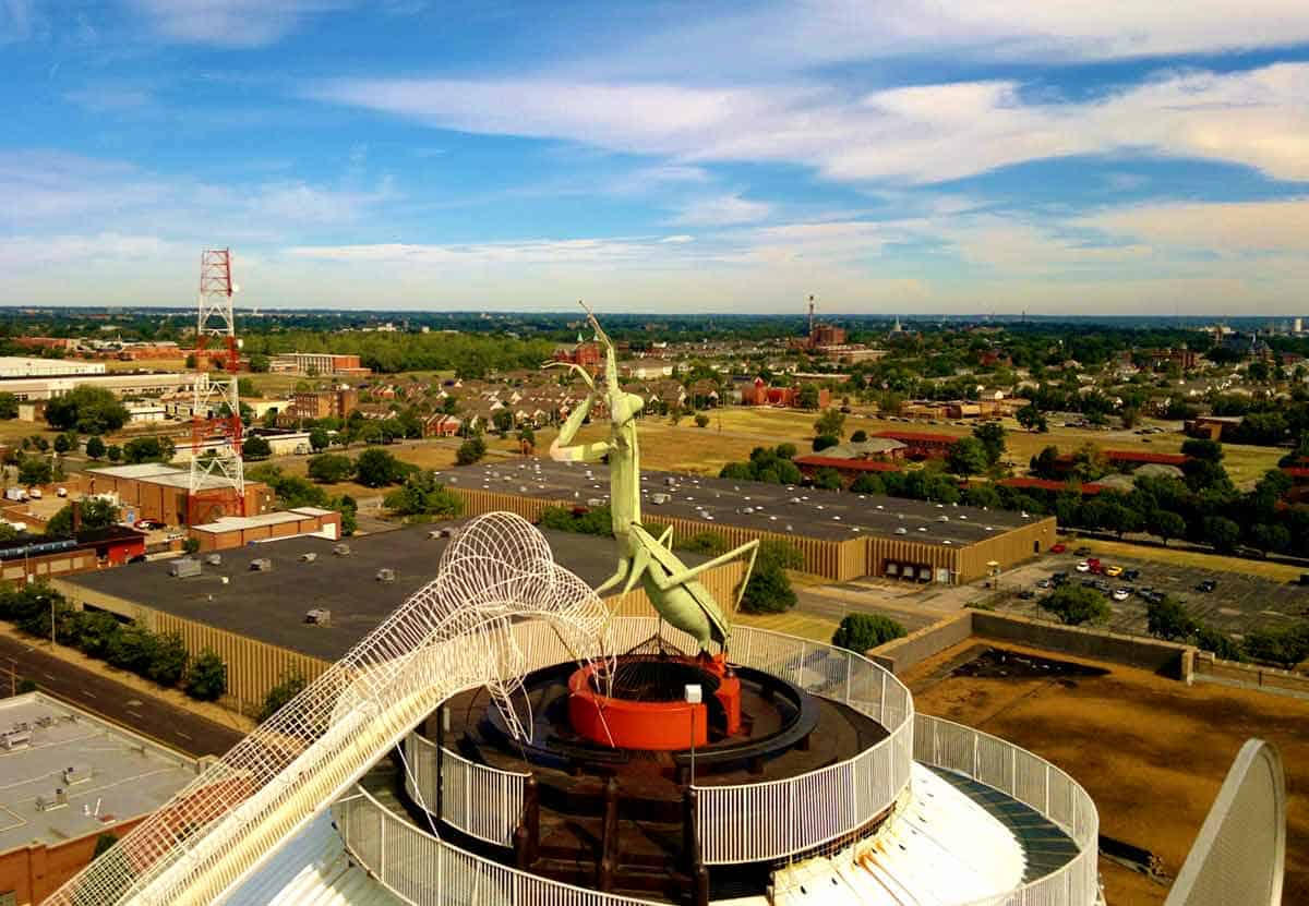 Giant preying mantis on top of the roof of the city museum