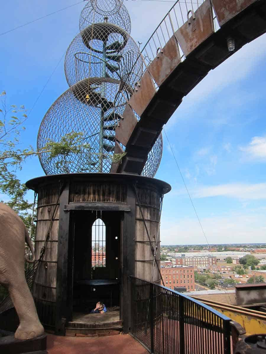 Sculptures you can climb into! The City Museum, MO