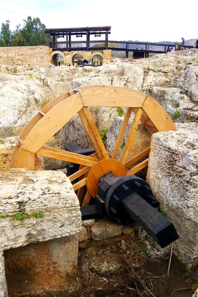 Visiting Nahal Taninim in Israel: Byzantine flour mill. In the background you can see the ancient Roman dam