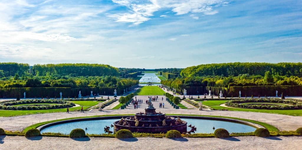 Visiting Versailles: A guide for families who visit the majestic gardens and palaces.