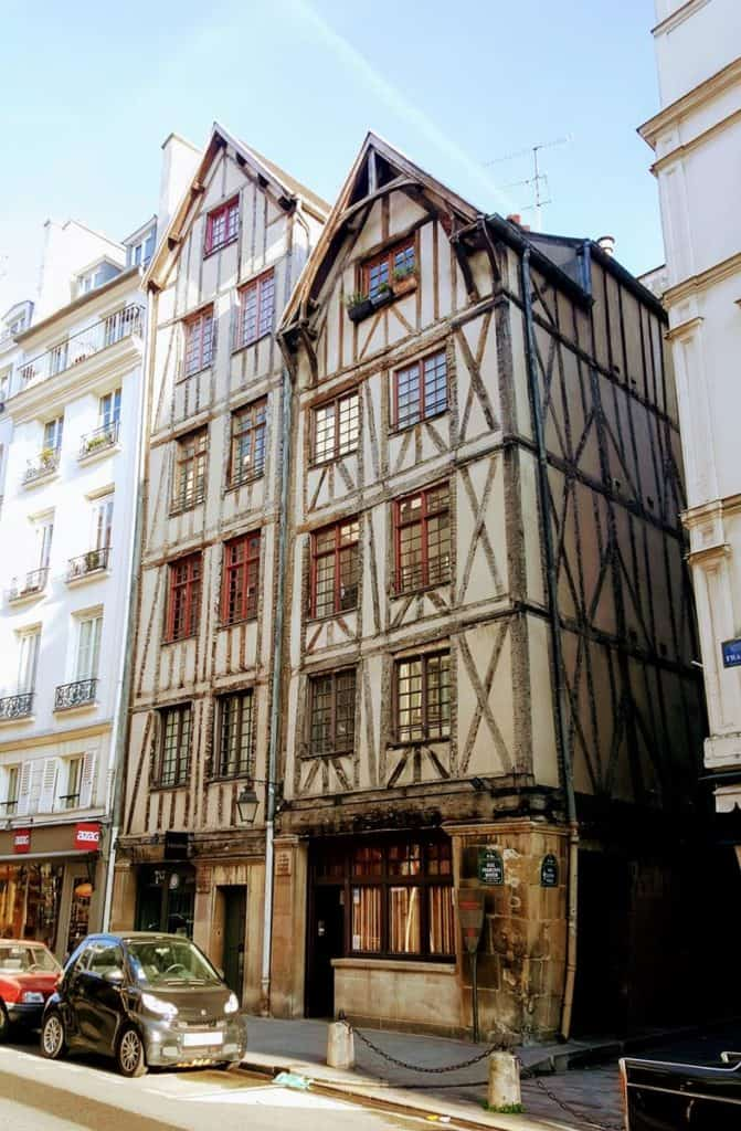 The oldest houses in Paris: Right in Les Marais