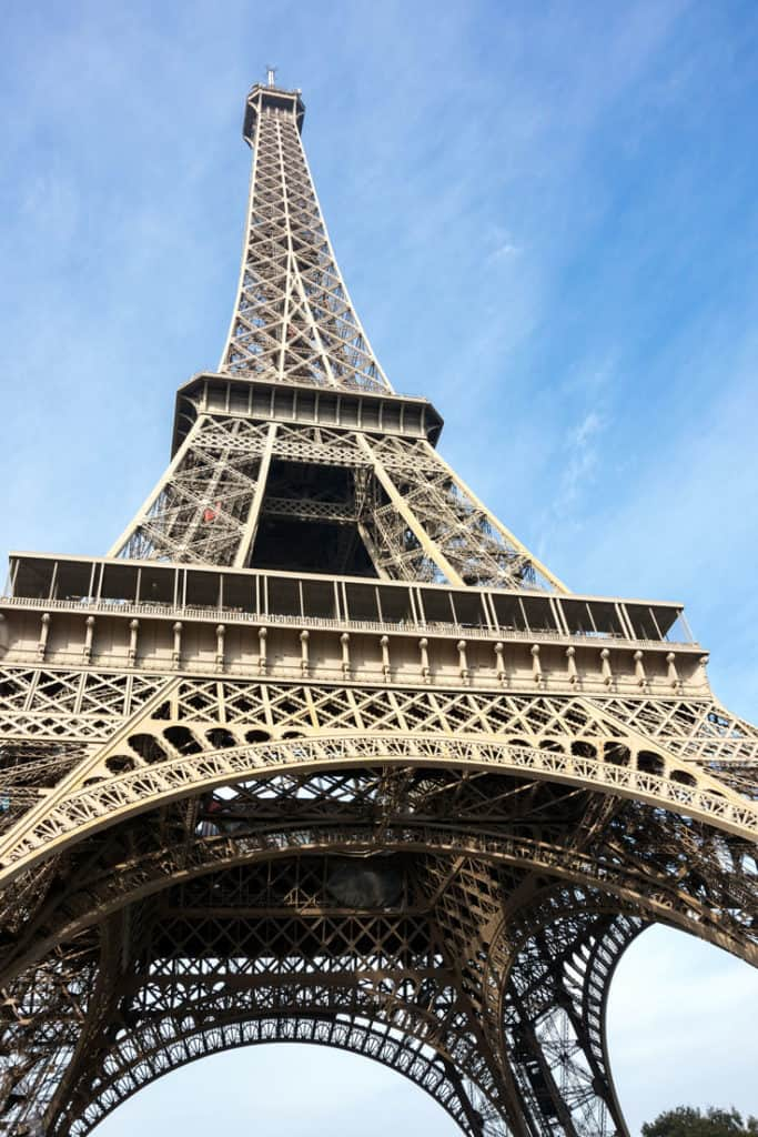 Pictures of the Eiffel Tower with perspective