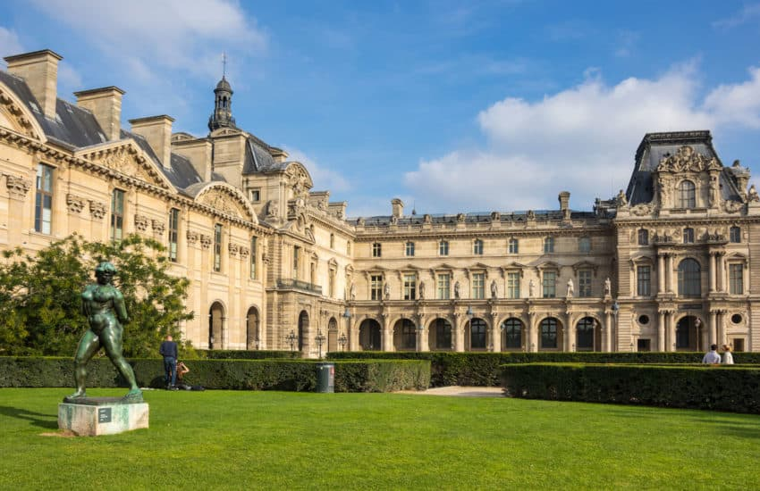 Things to see in Paris from the outside: The Stunning Louvre