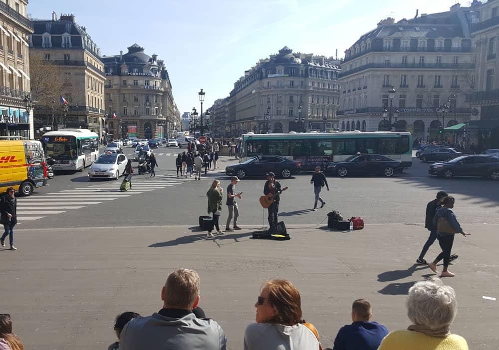Street music in Paris