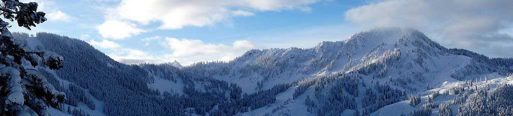 Panorama of the Stevens Pass ski area