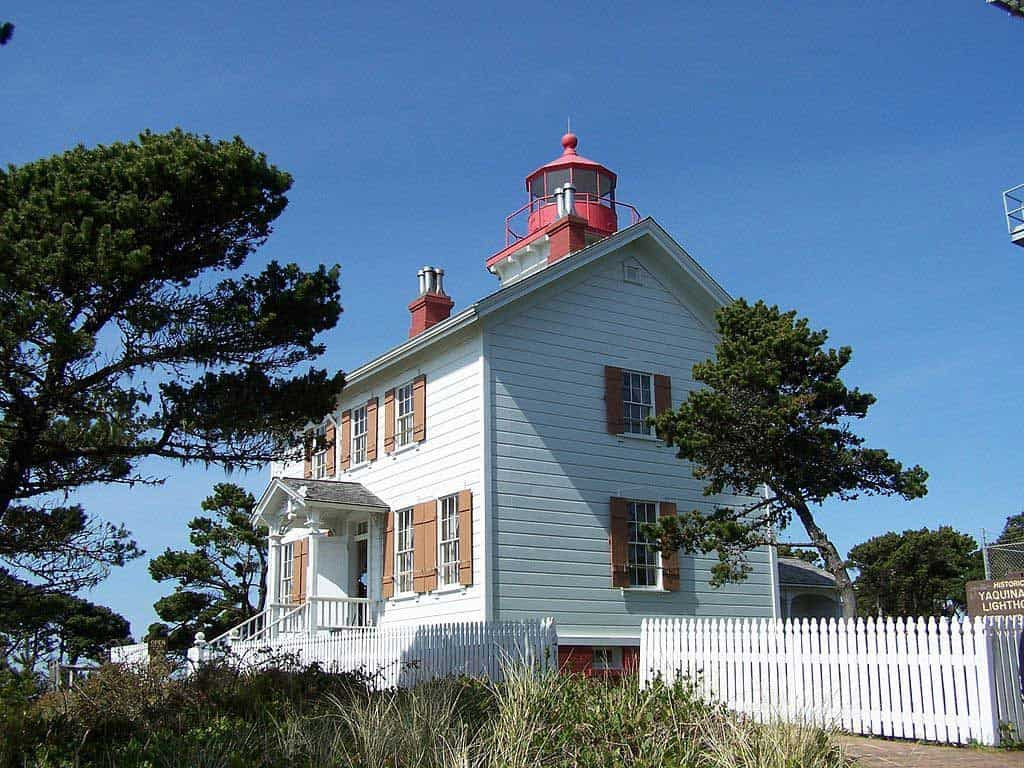 Yaquina Bay Lighthouse | Photo by Little Mountain 5