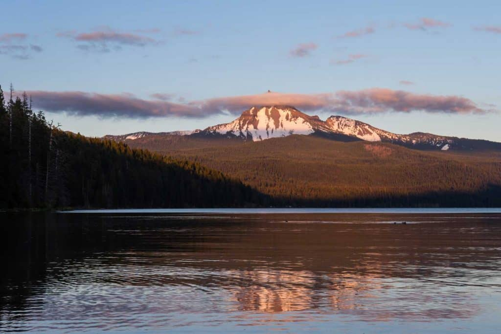 Diamond Lake with a view of Mount Thielsen