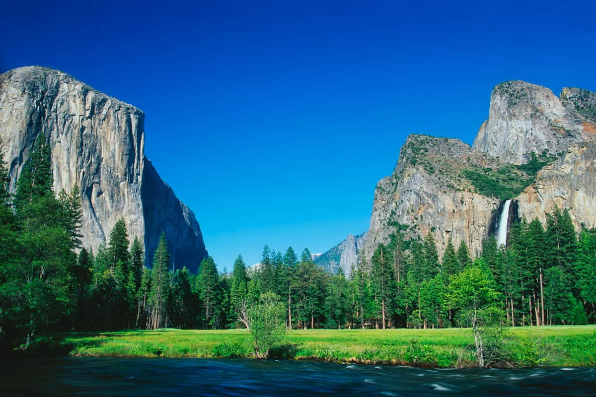 A-beautiful-day-in-Yosemite-Valley.-Yosemite-National-Park,-California