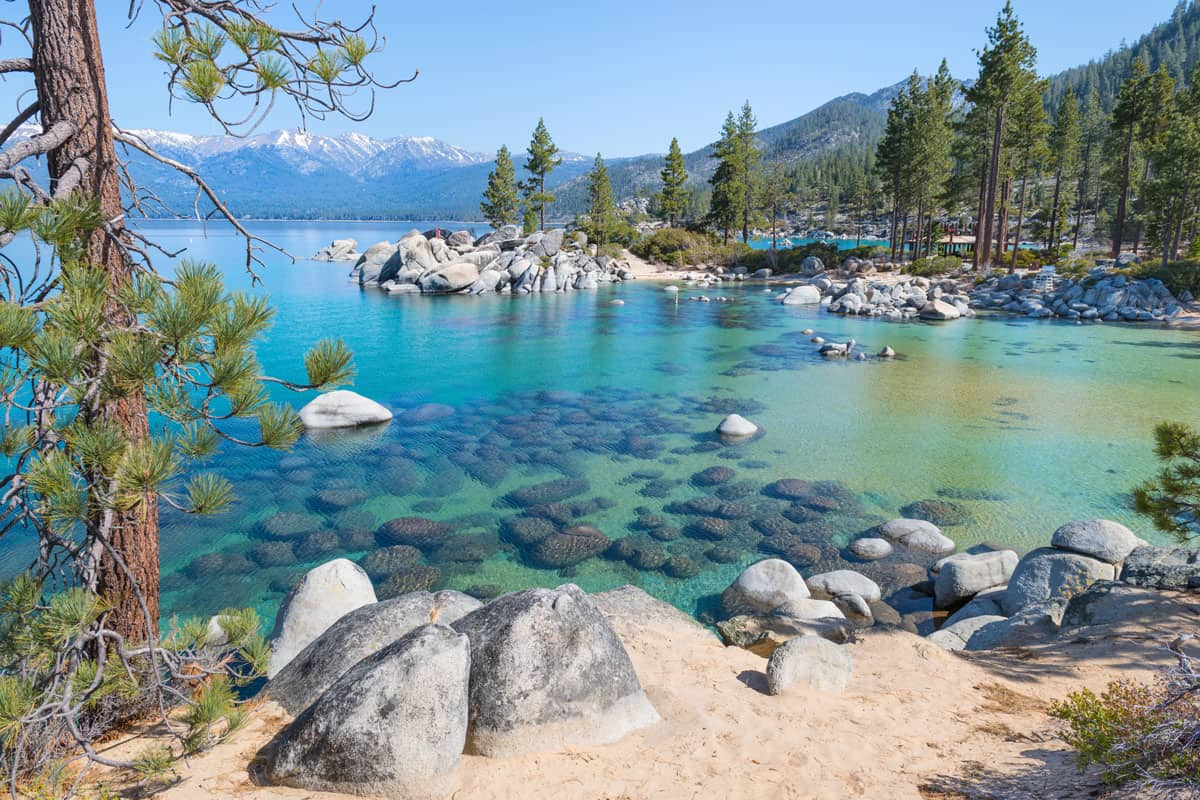 Beautiful-blue-clear-water-on-the-shore-of-the-lake-Tahoe-USA
