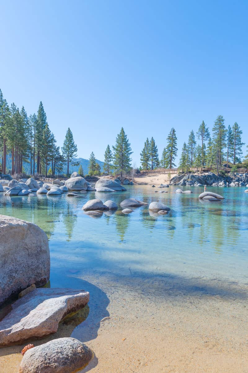 Beautiful-blue-clear-water-on-the-shore-of-the-lake-Tahoe