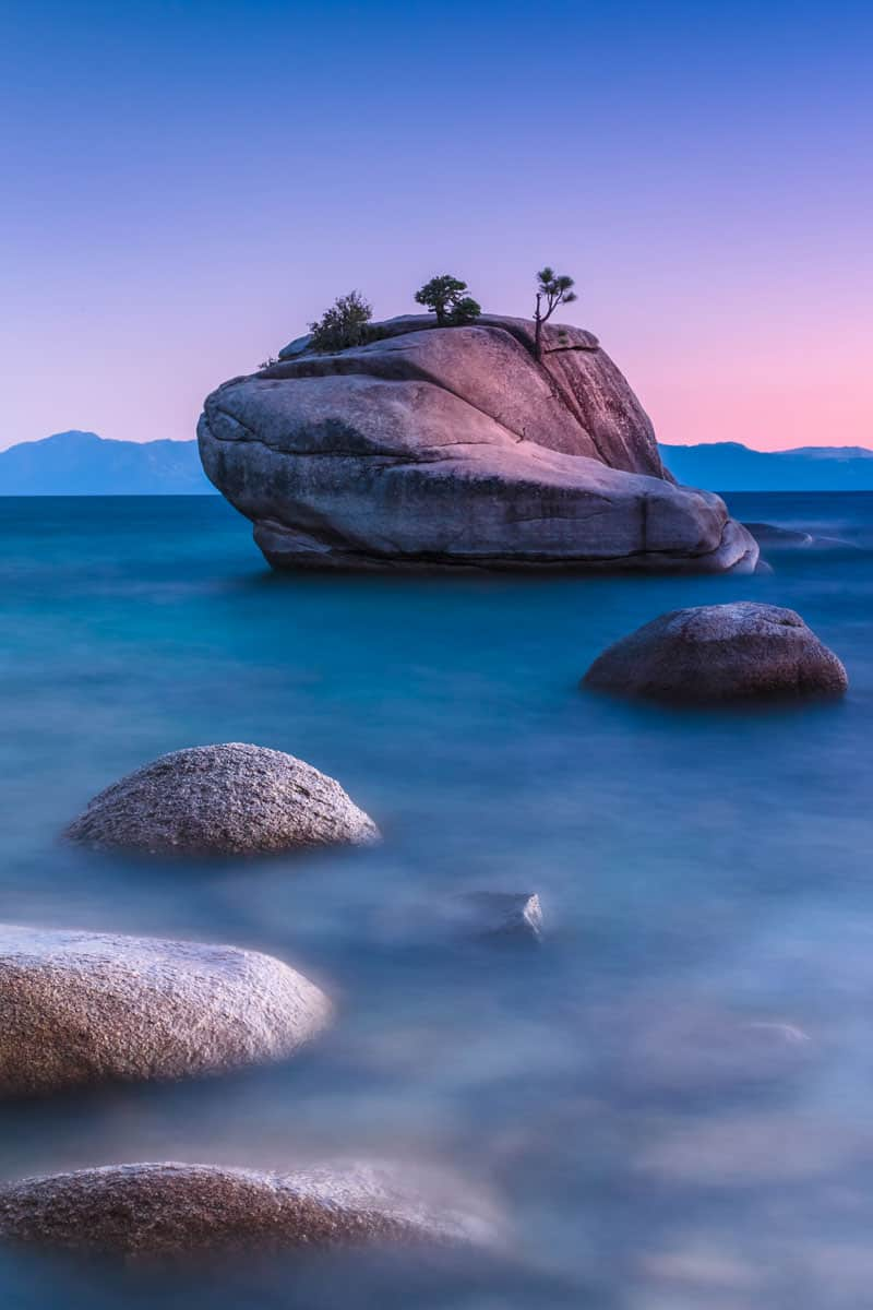 Famous-Bonsai-Rock,-Lake-Tahoe