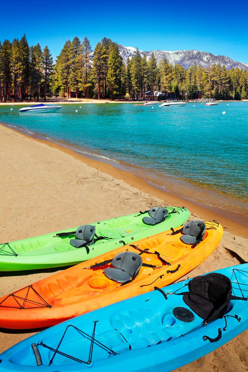 Kayaks-on-the-shore-at-lake-Tahoe-in-the-USA