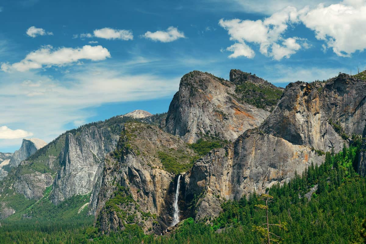 Yosemite-Valley-with-mountains-and-waterfalls