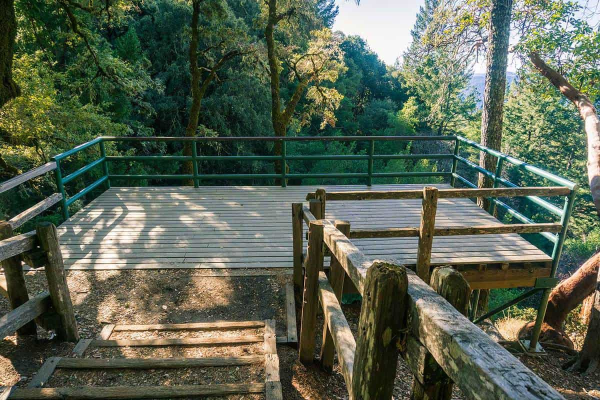 Wooden viewing deck in Castle Rock State Park